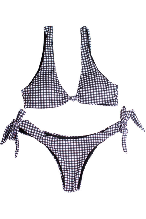 Nomad Gingham bikini set meets style with comfort. Featuring a top with knot front and a golden clasp closure at the back.