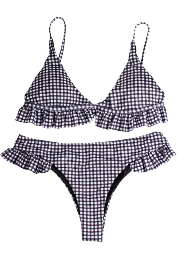 Wonga gingham bikini set featuring a cute and feminine siluett with frills