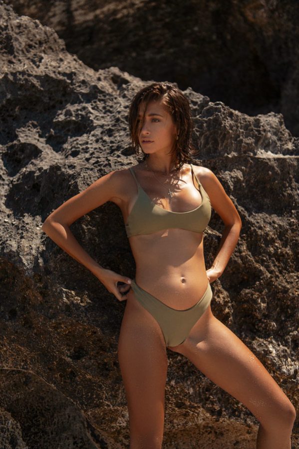 The only way to do a pool day is in our scooped neckline bikini 'Wangetti'.